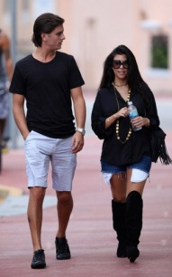 Morning Links: Scott Disick Is Well Endowed, Is Jessica Simpson Pregnant?